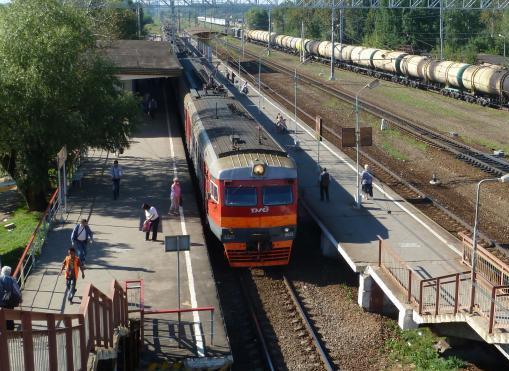 """Прибытие электропоезда на станцию """"Гривно"""""""