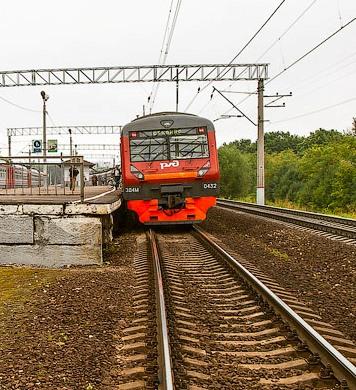 """Прибытие электропоезда на станцию """"Булатниково"""""""