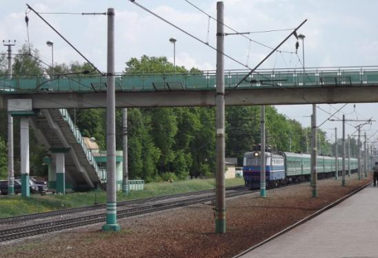 """Пешеходный мост над путями на станции """"Удельная"""""""