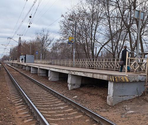 """Линия железной дороги около платформы """"Машиностроитель"""""""