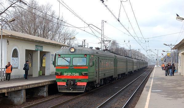 """Электропоезд около станции """"Кучино"""""""