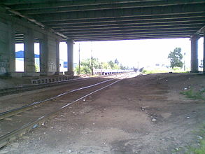 """Линии железной дороги проходящие под эстакадой шоссе Энтузиастов, около платформы """"Стройка"""""""
