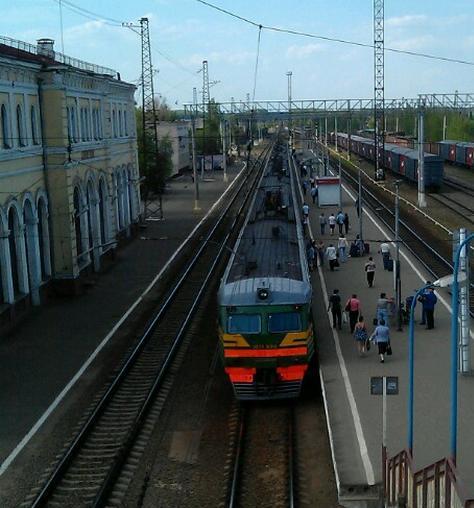 """Электропоезд около платформы """"Серпухов"""""""