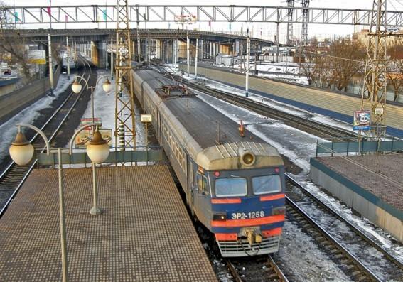 """Электропоезд около платформы """"Северянин"""""""