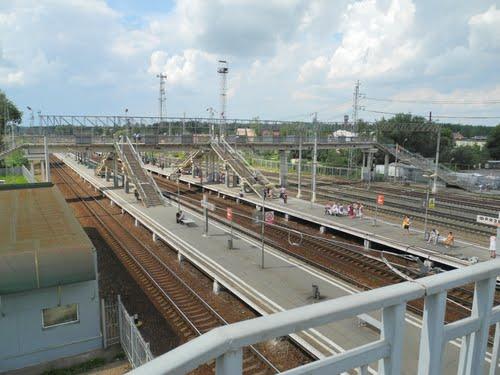 """Вид с пешеходного моста на станцию """"Фрязево"""""""