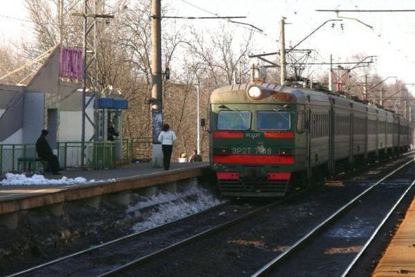 """Электропоезд возле станции """"Долгопрудная"""""""