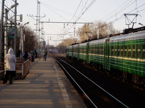 "Электропоезд возле платформы ""Дегунино"""