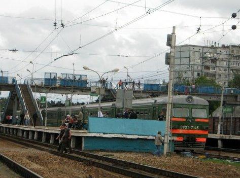 "Электропоезд возле платформы ""Нахабино"""