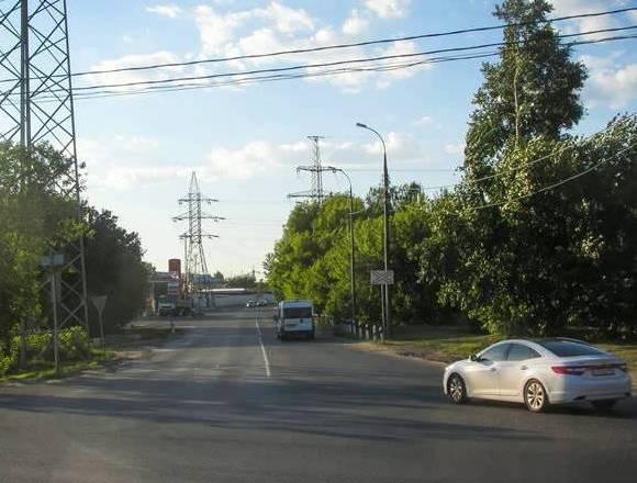 """Электропоезд около станции """"Челюскинская"""""""