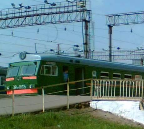 """Электропоезд возле платформы """"Москва-Товарная-Павелецкая"""""""